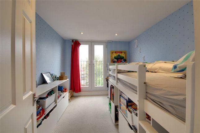 Picture No. 01 of Bertram Road, Enfield EN1