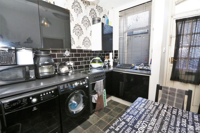 Kitchen 2 of Cragg Street, Bradford BD7