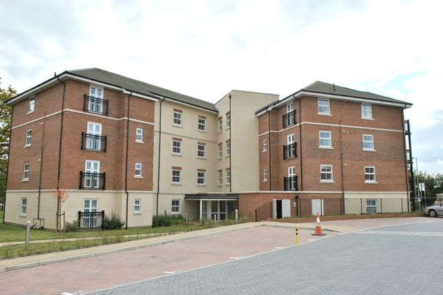 Flat to rent in Honington Mews, Farnborough