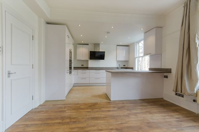 2 bed flat to rent in Glenilla Road, London NW3