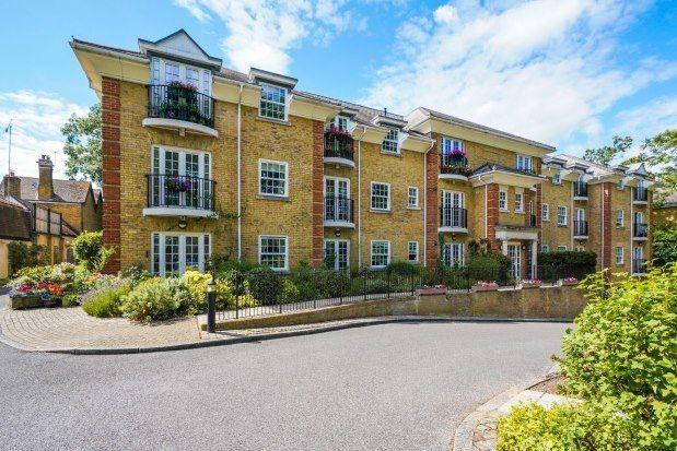 2 bed flat to rent in Oatlands Avenue, Weybridge KT13