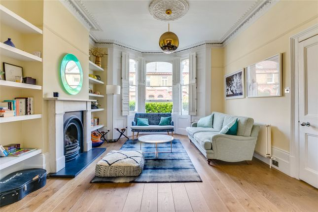 Thumbnail Detached house to rent in Sarsfeld Road, London