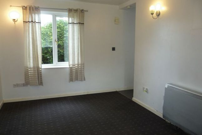 Thumbnail Flat to rent in Highgrove Close, Calne