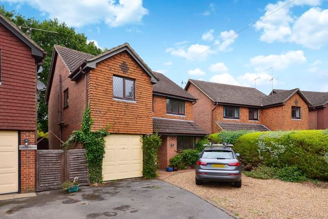 4 bed detached house to rent in Khartoum Road, Witley, Godalming GU8
