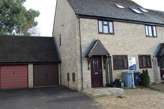 Thumbnail Terraced house to rent in Donnington Close, Witney, Oxon