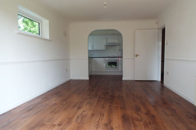 Thumbnail Flat to rent in Skerries Court High Street, Langley, Slough
