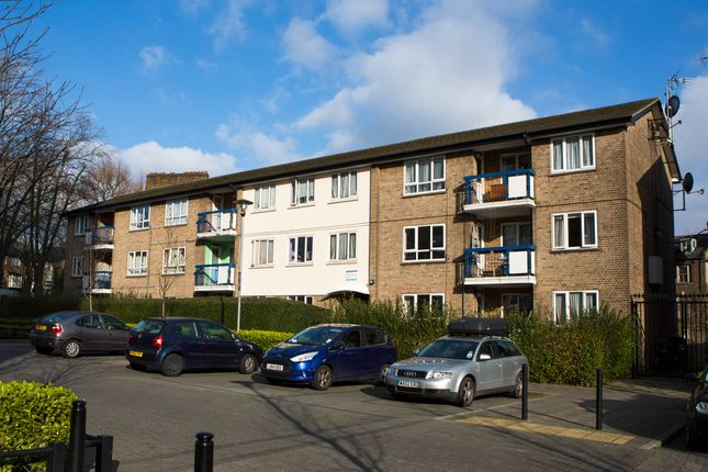 Thumbnail Flat to rent in George Downing Estate, Cazenove Road, London