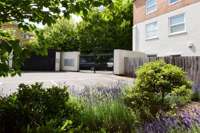 Picture No. 11 of North West Apartment, 25 Woodford Road, Watford, Hertfordshire WD17
