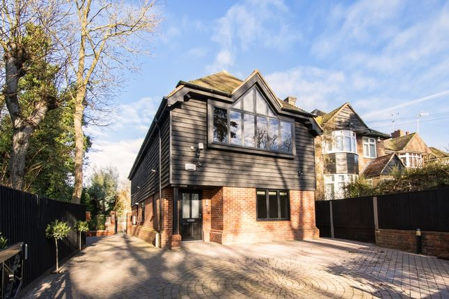Thumbnail Flat to rent in Wycombe End, Beaconsfield