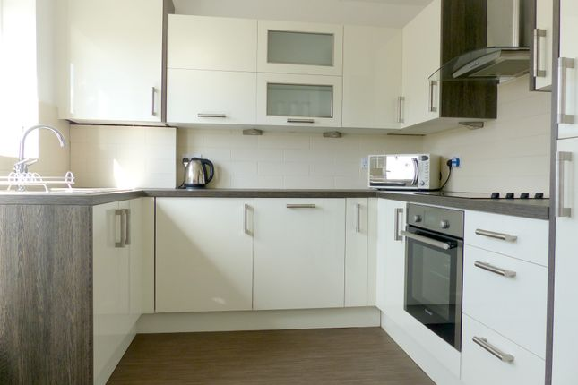 Thumbnail Town house for sale in Ashby Close, Roberttown