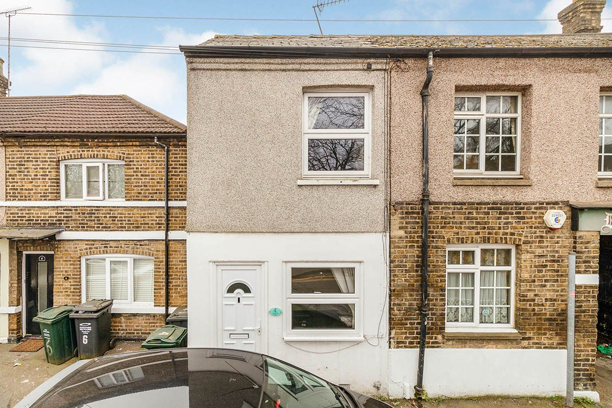 Property photo 1 of 12. Your Move Dartford