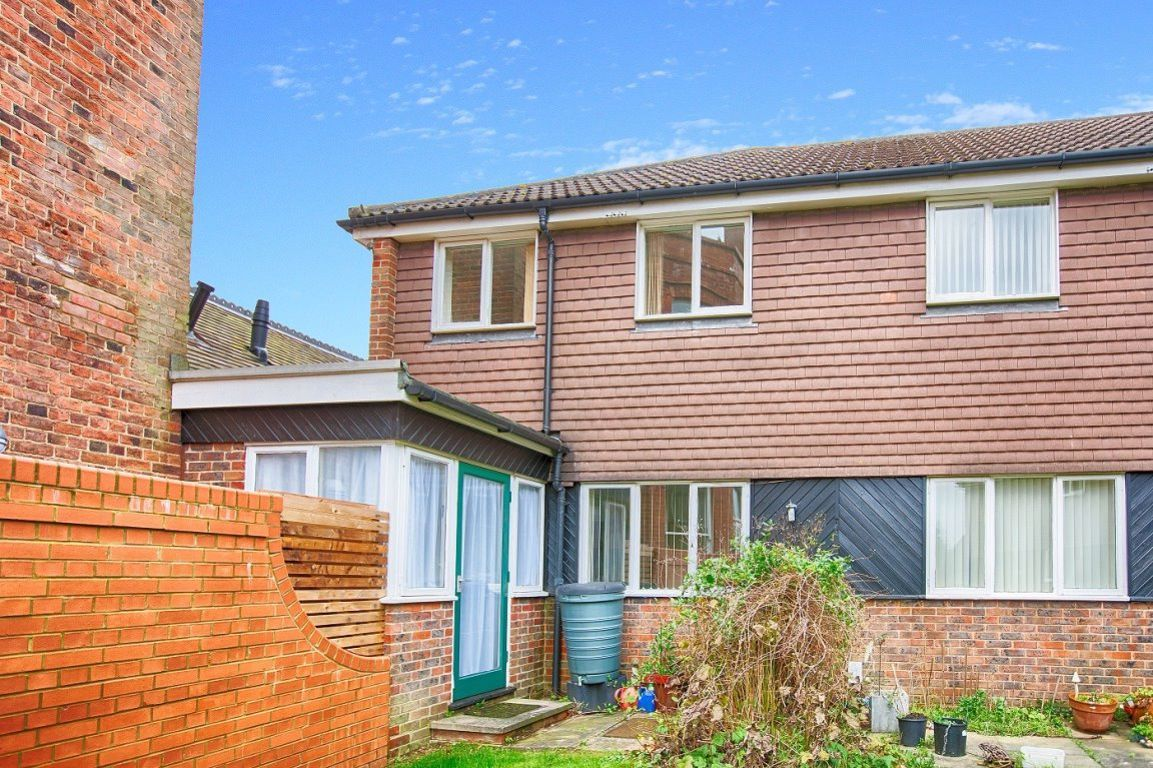 2 Bed Property To Rent In St Raphaels Court St Albans Herts Al1 Zoopla