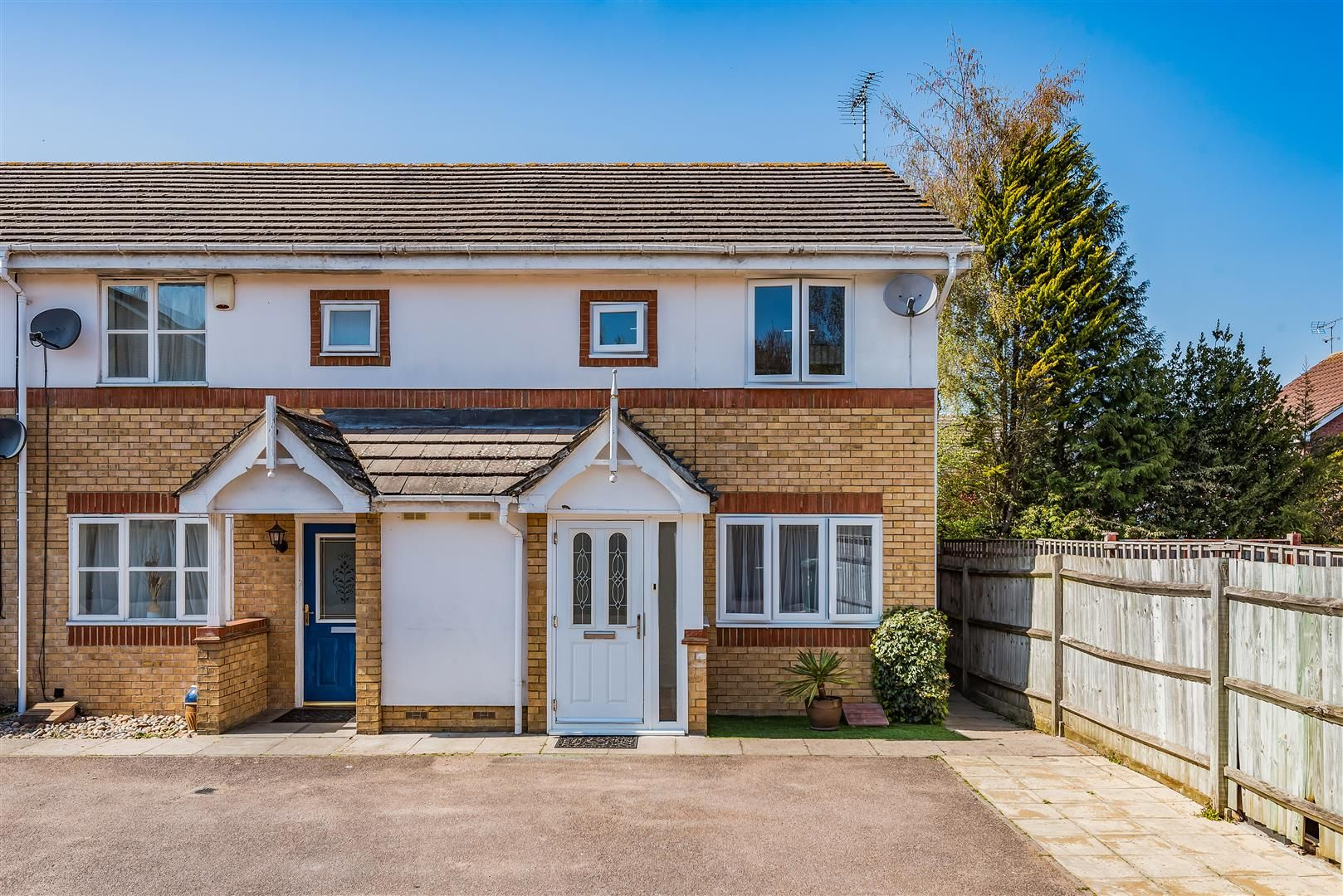 Property photo 1 of 12. Heckford Close - Front.Jpg