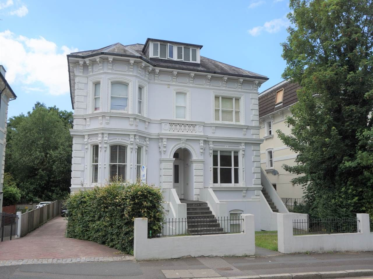Property photo 1 of 6. Upper Grosvenor Road, 43 (2)
