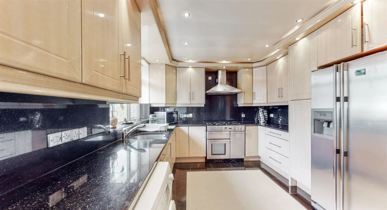 Property photo 1 of 6. 5 Bedroom Semi Detached For Sale