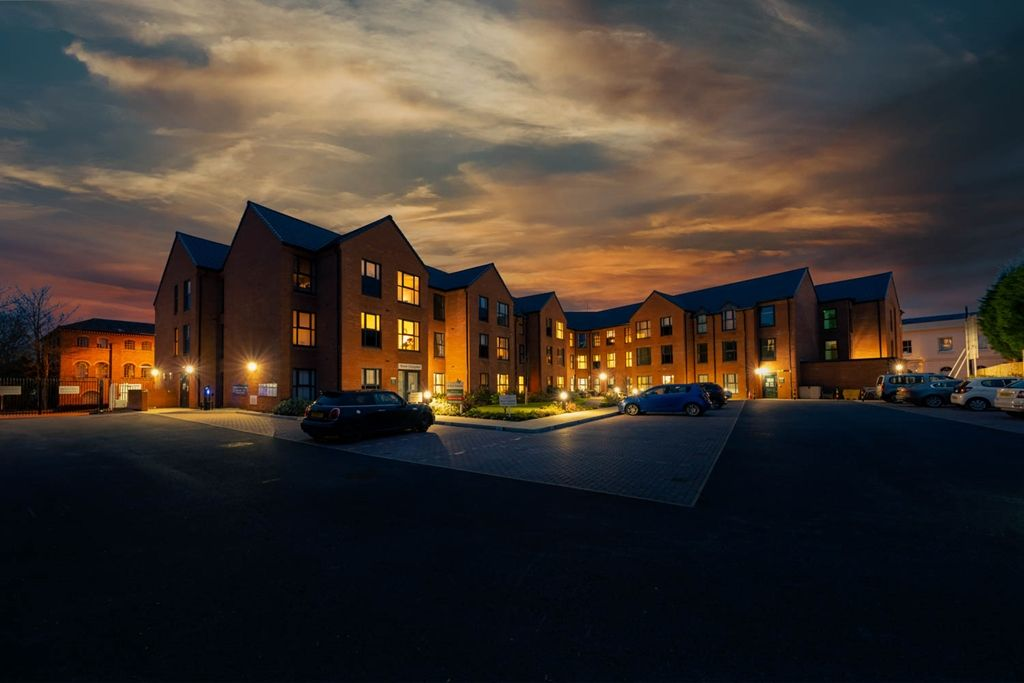 Property photo 1 of 14. Milward Place At Night