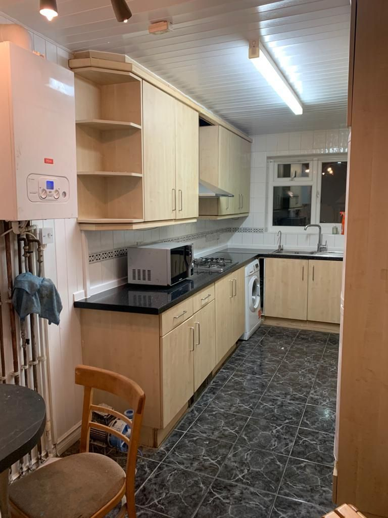Property photo 1 of 10. 4 Bedroom Flat To Rent