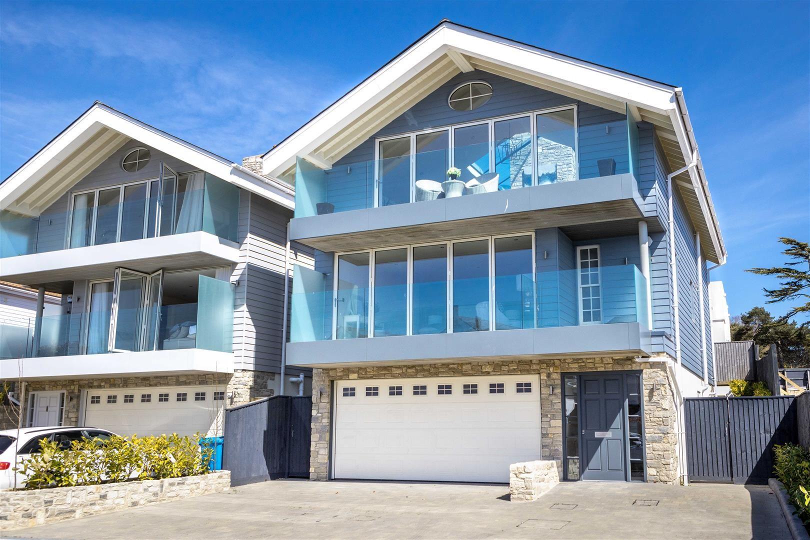 Property photo 1 of 17. 3 Dorset Lake Avenue, Lilliput 23.04.21 ©Tom Burn