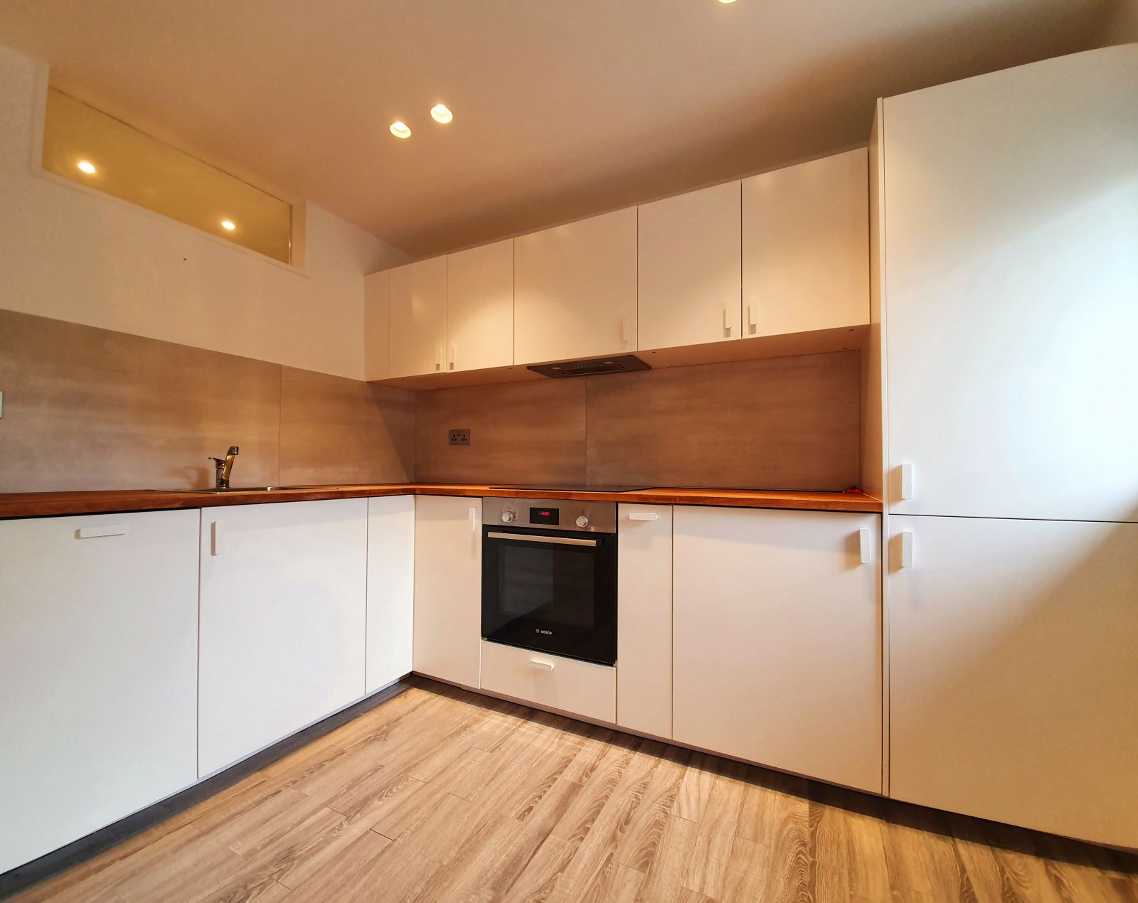 Property photo 1 of 11. Modern 1 Bedroom Flat To Rent