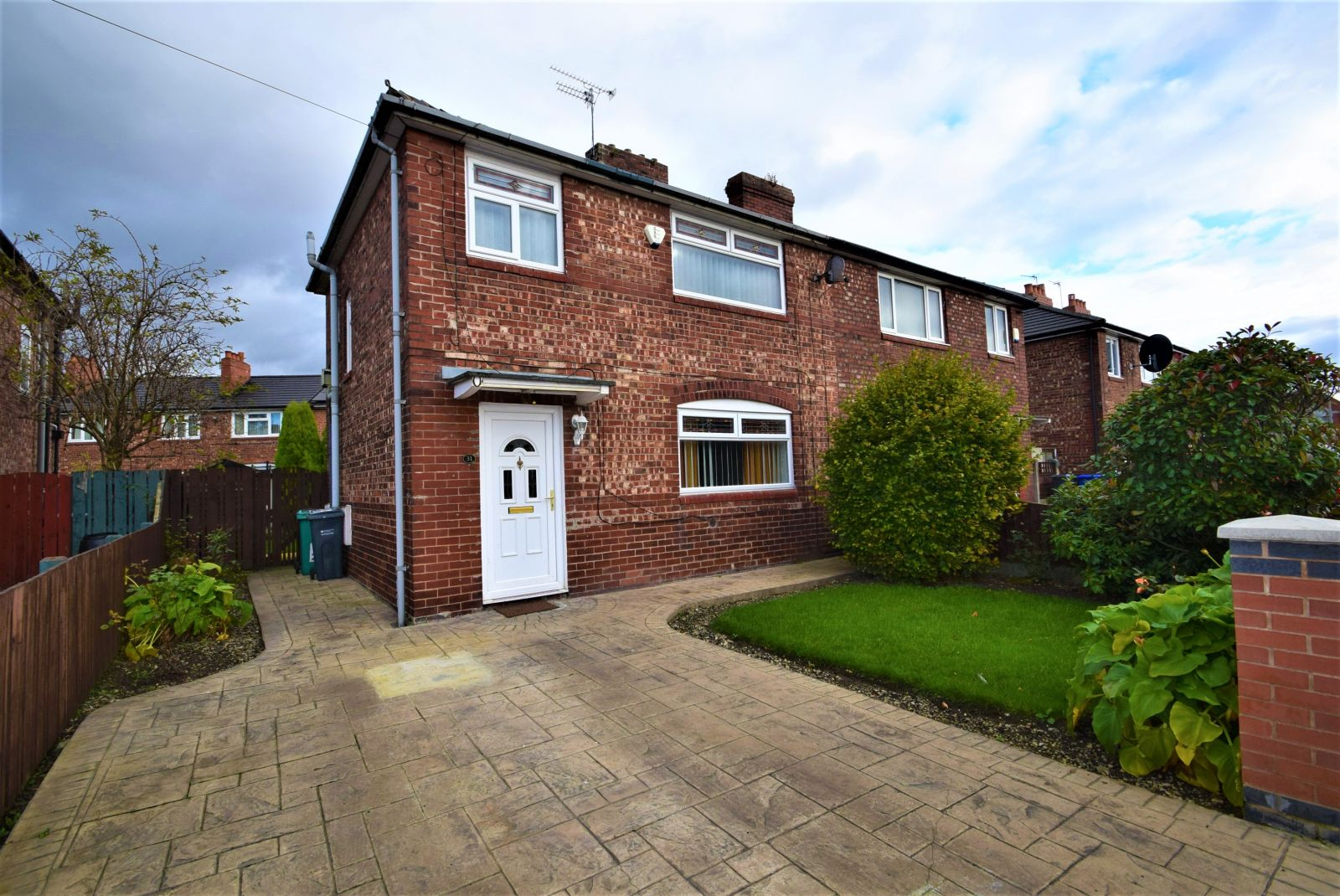 3 bed semi-detached house to rent in Hart Road ...