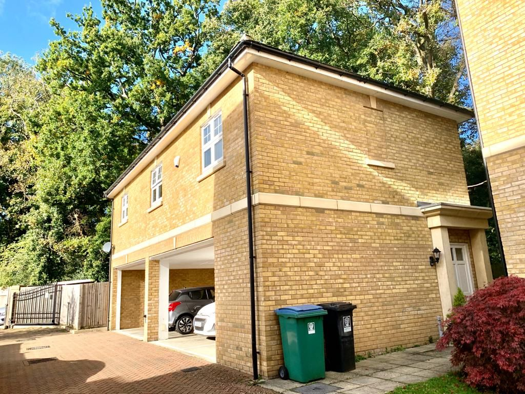 Property photo 1 of 9. Detached 2 Bed Leasehold Coach House For Sale In Watford