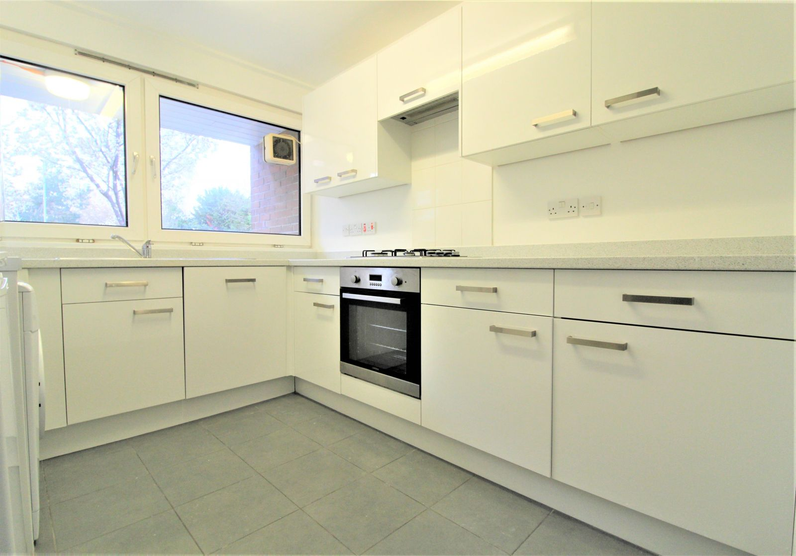 Property photo 1 of 6. One Spacious Bedroom Available In Putney