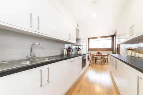 Property photo 1 of 12. Picture No. 26 of Cromwell Tower, Barbican, London EC2Y